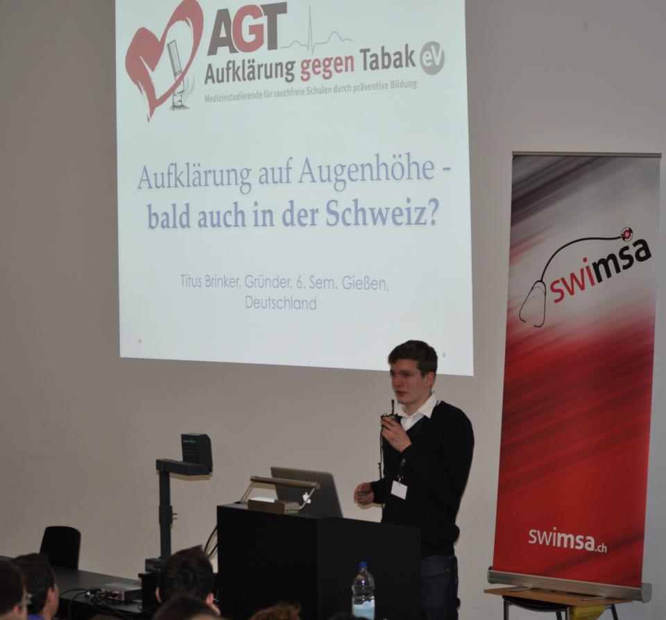Gründer Titus Brinker bei der Präsentation in der Schweiz auf der SMSC. 28. April 2013