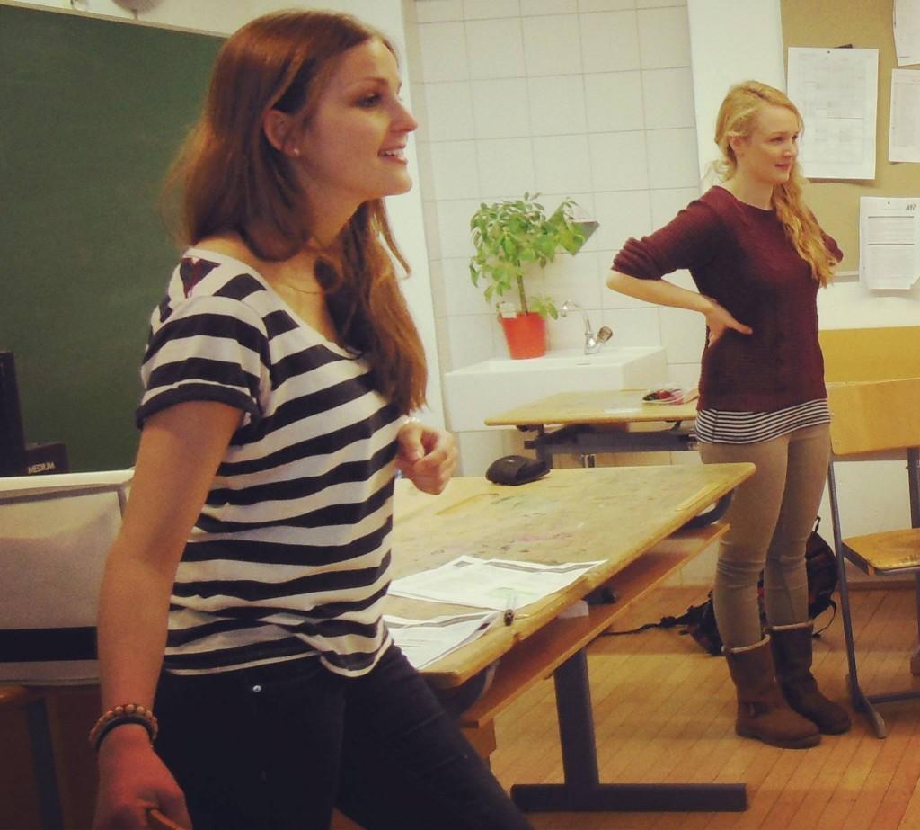 Beatrix Löschenberger und Julia Drnek beginnen das erste Klassenraumseminar in Österreich in der Stadt Innsbruck.