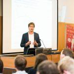 Dr. Benjamin Kuntz (Robert-Koch-Institut) trug zur Epidemiologie des Rauchens vor