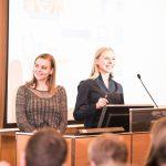 Die Kölner Medizinstudentinnen wollen mit der Betreuung von Titus Brinker eine randomisierte Studie starten.
